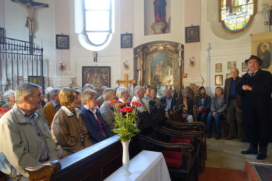 Vor vollem Haus erzählt Dr. Breitling aus der Geschichte von Mariabrunn