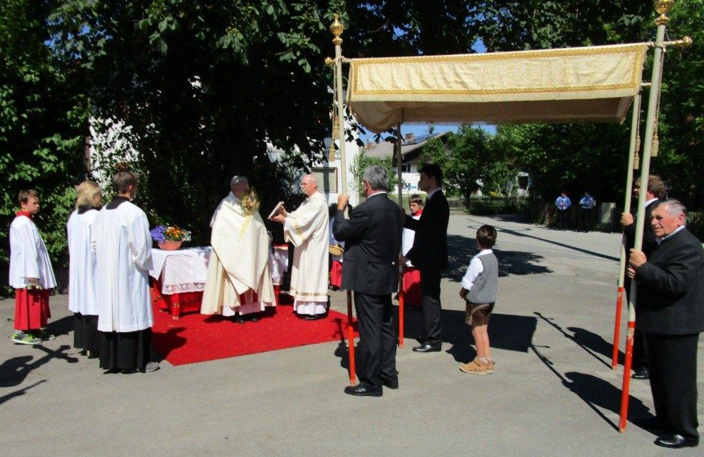 Prälat Dr. Schwab und Diakon Mehlich bei der Wangener Prozession