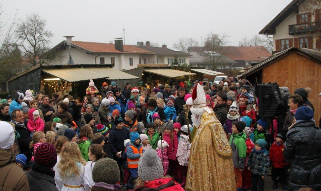 Sankt Nikolaus auf dem Wangener Christkindlmarkt